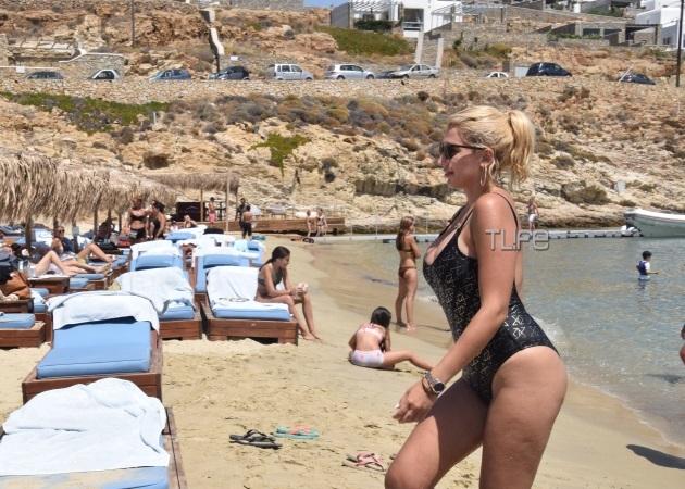 spiropoulouh 645 450 - Κωνσταντίνα Σπυροπούλου: Χωρίς ρετούς σε παραλία της Μυκόνου