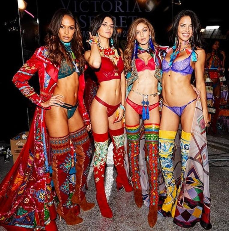 victoria s secret moments 10 - Τα Αγγελάκια της Victoria's Secret θέλουν να σου κρατήσουν παρέα