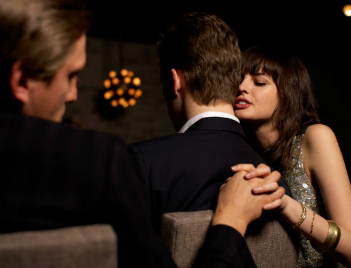why women cheat - «Ο άντρας μου είναι μουρόχαβλος και τον απατώ με το συνάδελφό του»