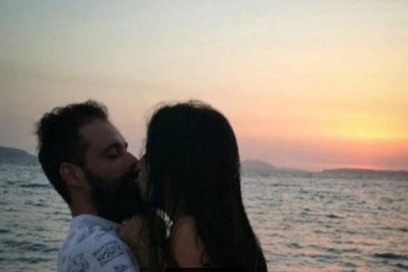 2241816 - Πηλιχού - Τσούφης: Το καυτό φιλί στο ηλιοβασίλεμα!