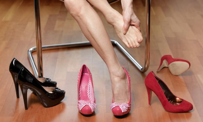 251016d90ae1c1fcaabb2c983a32b064 666x399 - Δείτε με εικόνες τι προκαλούν τα ψηλά τακούνια στα πόδια σας