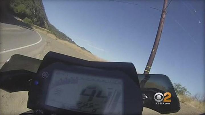 """720 530806 2e889aa0d4 b946b6c75c1a2430 - Μοτοσικλετιστής κατέγραψε τη """"βουτιά"""" του σε γκρεμό 76 μέτρων - ΒΙΝΤΕΟ"""