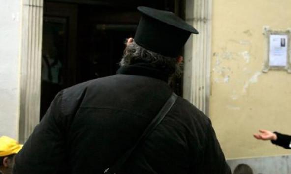 PAPAS 592 355 - Λάρισα: Τελικά ο ληστής ήταν ο εραστής του ιερέα!