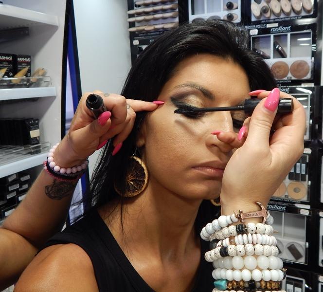 4 1 - Βρήκαμε που θα κάνετε το καλύτερο δωρεάν μακιγιάζ στη Λάρισα!
