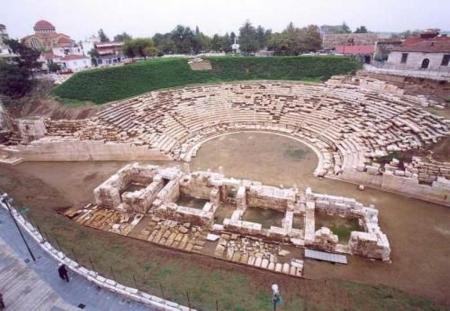 arxaio - Τουρίστρια προσπάθησε να πάρει για ενθύμιο … πέτρα από το Αρχαίο Θέατρο!