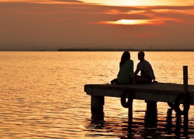 couple sunset sea h 645 450 - ΣΥΜΒΙΒΑΣΜΟΙ ΣΕ ΜΙΑ ΣΧΕΣΗ: Πότε ξεπερνιούνται τα όρια;