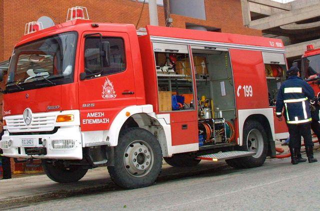 pyrosvestiki - Λάρισα: Φωτιά σε αποθήκη σπιτιού