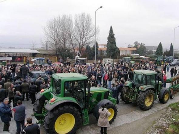 trakter 78 - Ετοιμάζονται για κινητοποιήσεις οι αγρότες κατά την διάρκεια επίσκεψης Τσίπρα στη Λάρισα