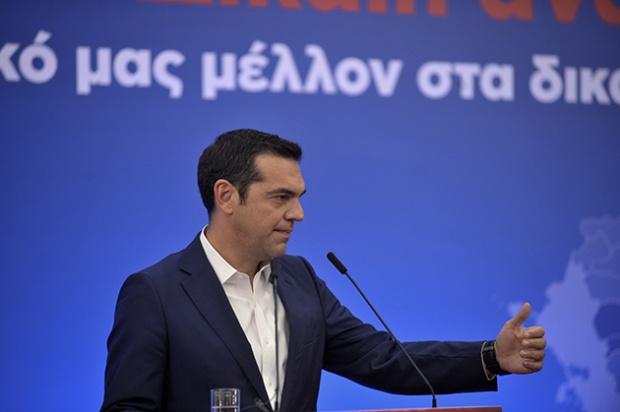 """376209 776714 - Το """"ατύχημα"""" που είχε ο Α. Τσίπρας κατά την ομιλία του στην Λάρισα"""