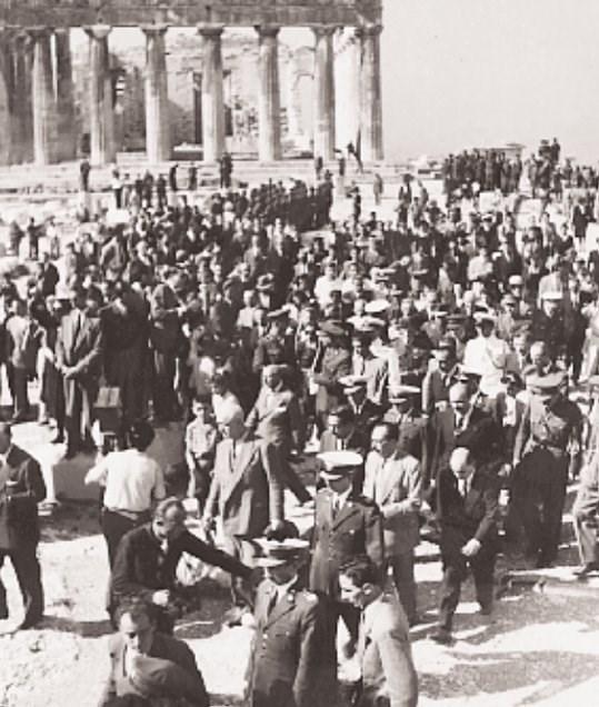 540021 12548ea696 bc193af9a267c2fb - Το τέλος της γερμανικής κατοχής στην Αθήνα - 19 συγκλονιστικές ΦΩΤΟ