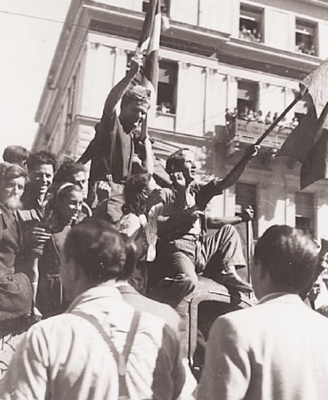 540021 23807b484f aafa910ad7c4b513 - Το τέλος της γερμανικής κατοχής στην Αθήνα - 19 συγκλονιστικές ΦΩΤΟ