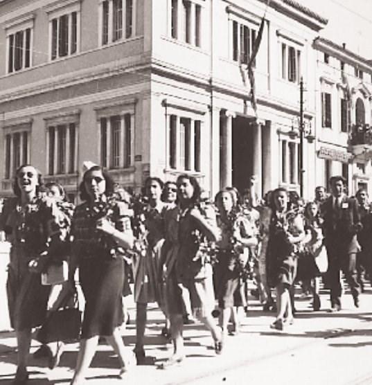 540021 3266033a1a 87df1e3bda889b8c - Το τέλος της γερμανικής κατοχής στην Αθήνα - 19 συγκλονιστικές ΦΩΤΟ