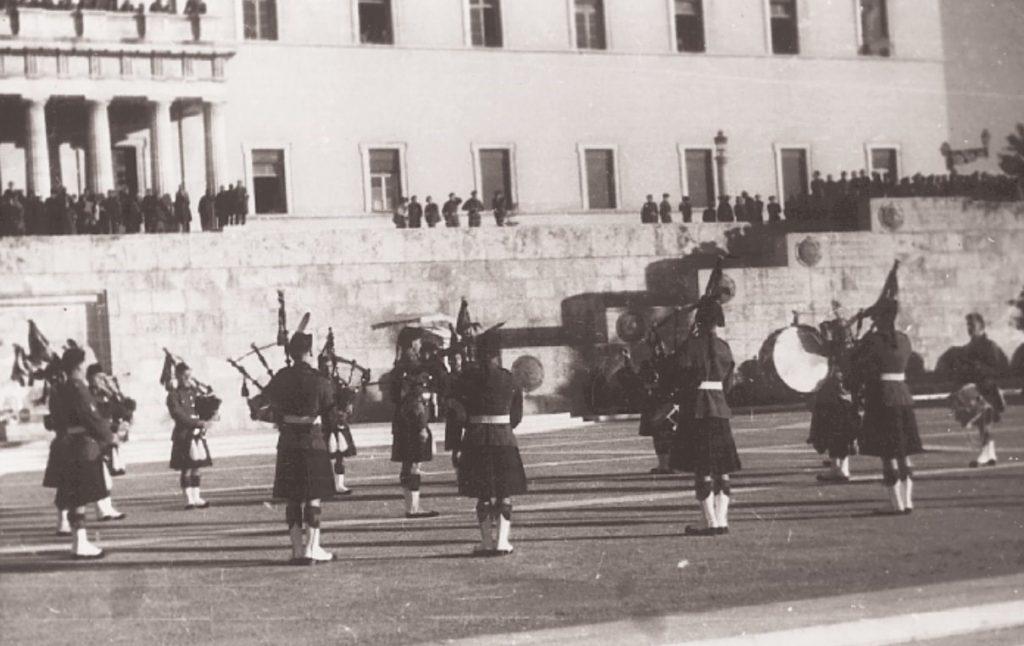 540021 6e50b53ac1 b4424759d7d38e3d 1024x646 - Το τέλος της γερμανικής κατοχής στην Αθήνα - 19 συγκλονιστικές ΦΩΤΟ