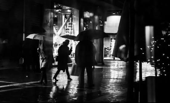 2 14 - H βροχή δίνει έμπνευση στην Λάρισα