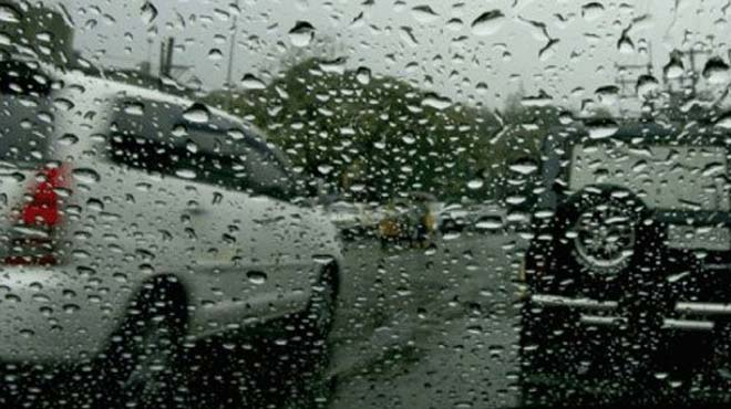 aytokinhto vroxh - Οδηγώντας με βροχή στη Λάρισα!