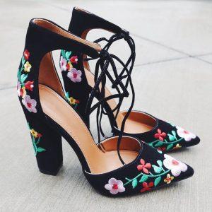 8266bd717d8803103c278431c9546339 tumblr style lace up heels 300x300 - Οδηγός εκπτώσεων 2018: Τι πρέπει να ψωνίσεις φέτος!