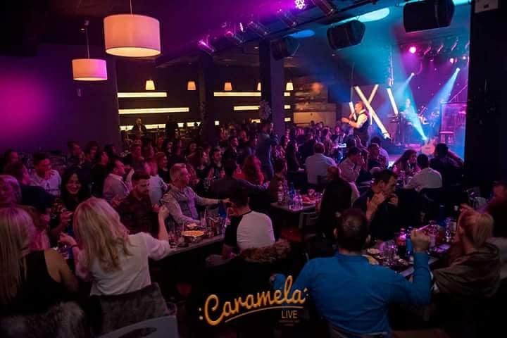 CARAMELA KYRIAKH - Ο Γιάννης & η Ιωάννα γιορτάζουν στο Caramela Live!