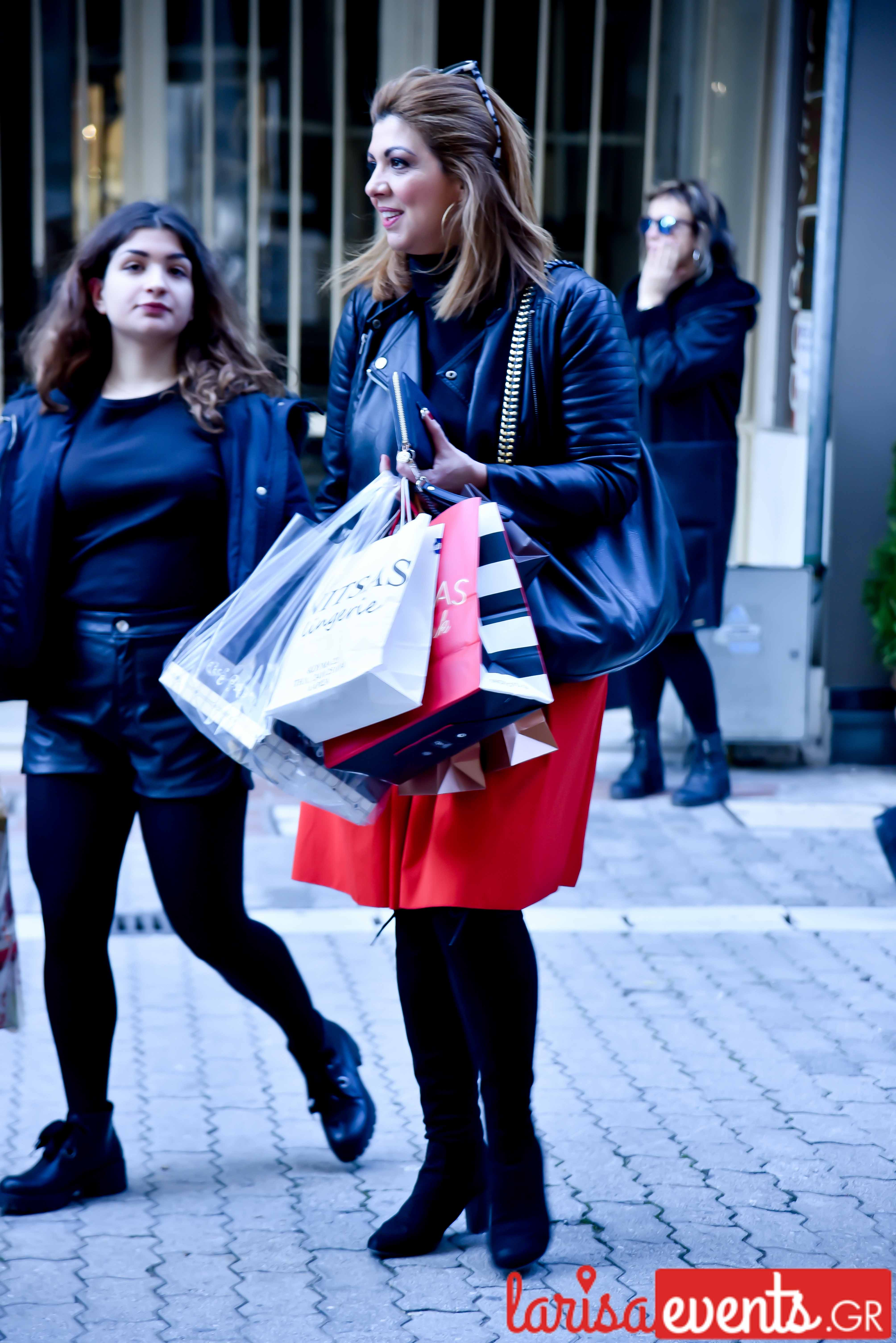 LAZ 7304 - Λάρισα's Street Style | Οι γυναίκες της πόλης σε street style clicks!