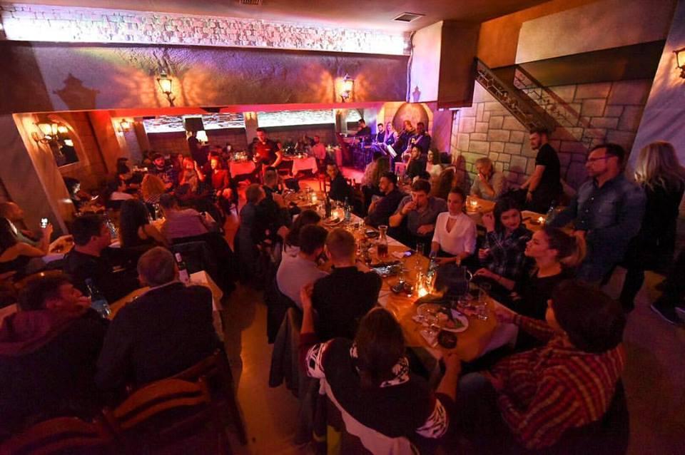 pasagio1 - Με μόνο 8€ απεριόριστο κρασί θα διασκεδάζεις όλο το βράδυ εδώ!
