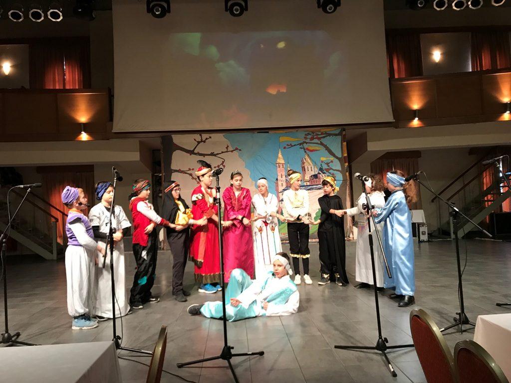 "IMG 9245 1024x768 - Πολιτιστική εκδήλωση με θεατρικές παραστάσεις, απονομή τίτλων γλωσσομάθειας 2016-2017 και κοπή πίτας 2018 από τα Κέντρα Ξένων Γλωσσών ""Φανής Καράτζου"""