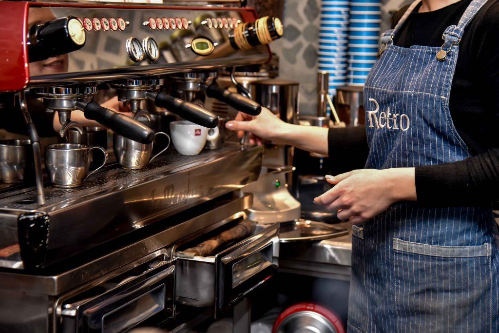 LAZ 8221 1024x683 - Retro Coffee House & Spirits: Ένας ξεχωριστός all day χώρος στο κέντρο της πόλης!