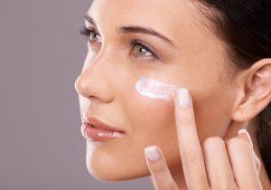 Top 10 Best Face Primers Prep for All Skin Types. Hit List 300x210 - Λιπαρότητα στο πρόσωπο; Τα primers προσώπου έχουν τη λύση!