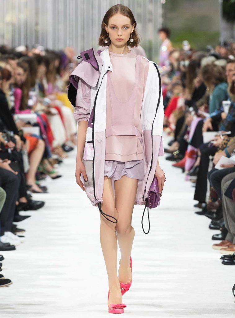valentino spring 2018 758x1024 - Τα trends που θα δούμε την άνοιξη του 2018!