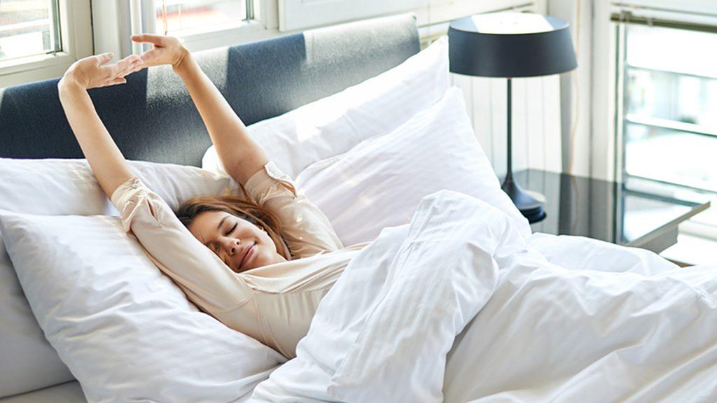 woman waking up happy tease today 160909 76f6eb007919cf6f38c41f662f9f9dbb 1024x576 - Υπάρχει λόγος που όταν ξυπνάς το πρωί νιώθεις σαν να μην έχεις κοιμηθεί καθόλου