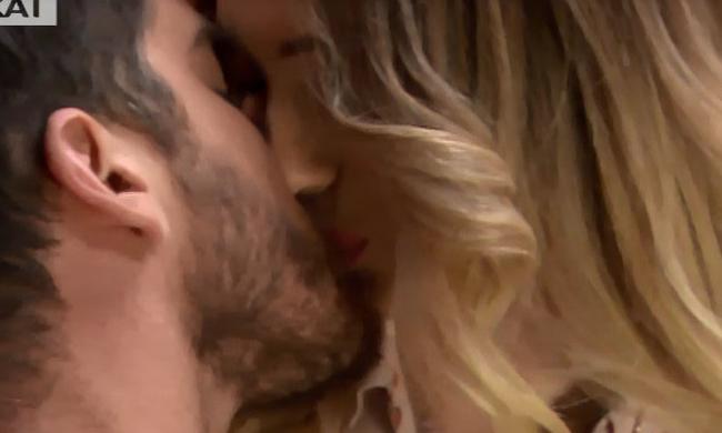 2032018 42711  - Power Of Love: Δώρος – Αθηνά: Το φιλί και η παρεξήγηση στο κόκκινο δωμάτιο