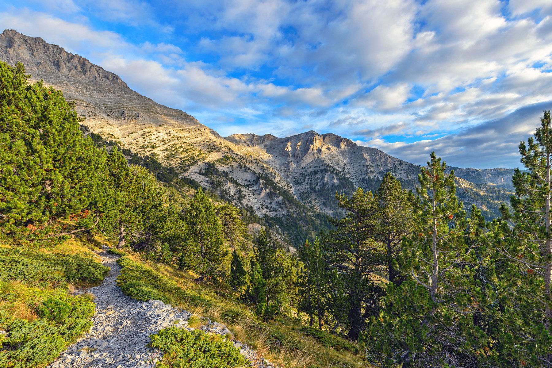 the mountain of olympus by day - Ο κατάλληλος προορισμός, δίπλα στην Λάρισα, για εκδρομή την άνοιξη!