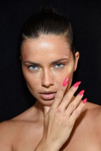 flouo 200x300 - Trend Alert | Οι 5 κορυφαίες τάσεις για νύχια για αυτή την εποχή!