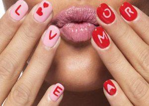 nixia me grammata ediva.gr  300x213 - Trend Alert | Οι 5 κορυφαίες τάσεις για νύχια για αυτή την εποχή!