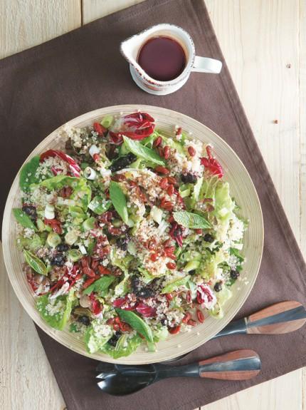 21131007 00970 antioksidotiki salata me kinoa 430x575 - Αντιοξειδωτική σαλάτα με κινόα, λιναρόσπορο και μούρα