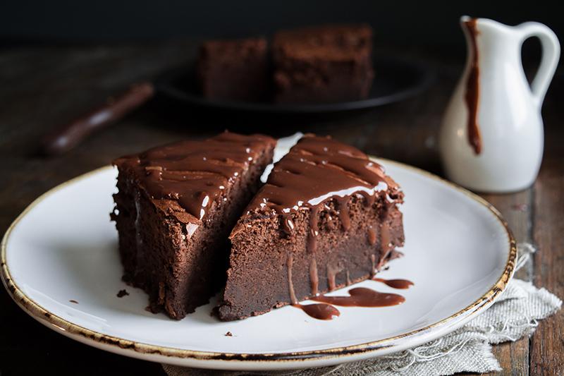 Sokocake kouvertoura - Φτιάξτε το πιο σοκολατένιο κέικ, μόνο με 3 υλικά!