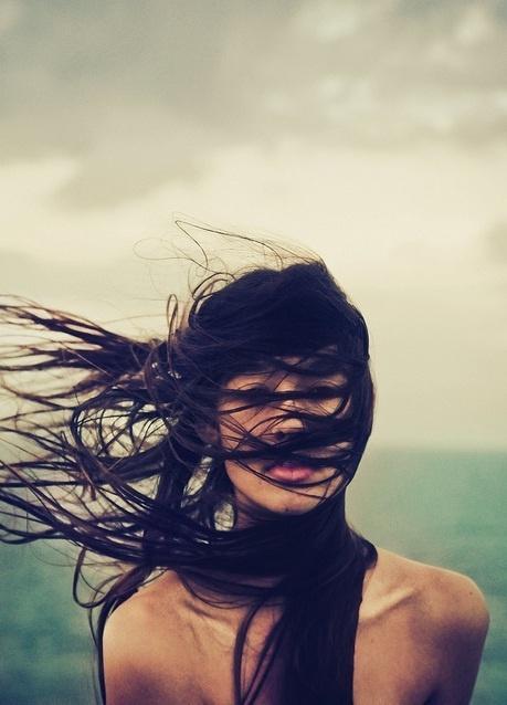 hair2 - Αυτά είναι τα 10 χειρότερα πράγματα που κάνεις στα μαλλιά σου!