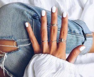 Nails 2 300x248 - Τα 5 κορυφαία χρώματα για νύχια για το καλοκαίρι!