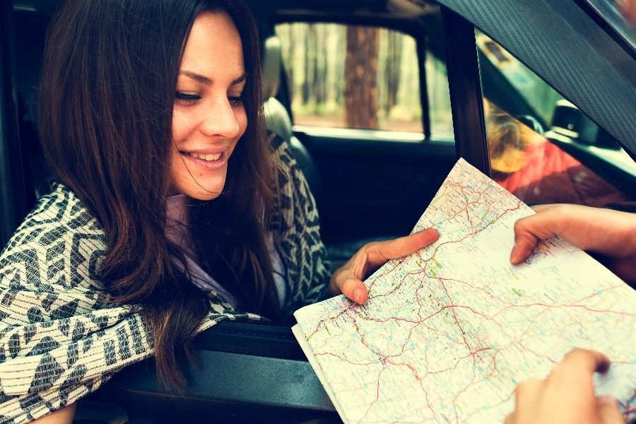 person traveler travel destination concept PA9Z74H - 4 πράγματα που πρέπει να ξέρεις αν δεν θες να σε κλέψουν στα ταξίδια σου