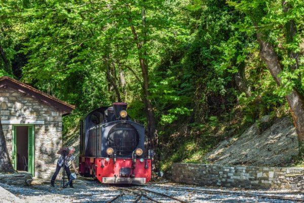 train 2810107 1920 600x400 - Centred Header