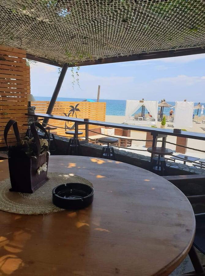 emirato beach bar aiwra koutsoupia